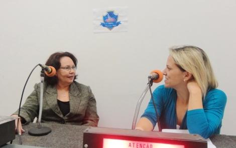 Maria de Lourdes Maia Gonçalves e a apresentadora Giuliana Capistrano